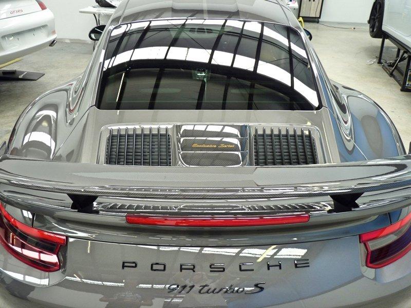 'Carbon Meets Character' –  PORSCHE 911 Turbo S Exclusive Series 2018